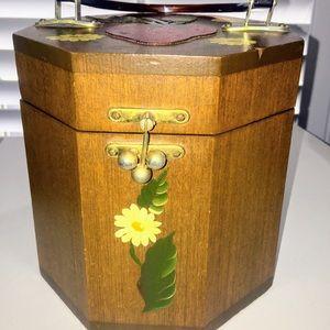 Strawberry Vintage Box Pirse